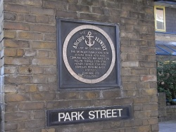 LondonSE1BarclayPerkinsAnchorPlaque2 SP Mar10.jpg