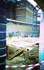 File:Morrells Oxford brewery demolition 29 August 2002.JPG